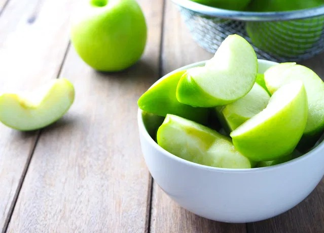 health benefits of eating apples for men with healthy lifestyle